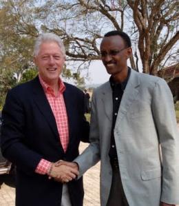 Clinton y Kagame in Rwanda