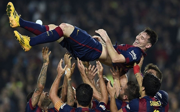 messi and team celebrates