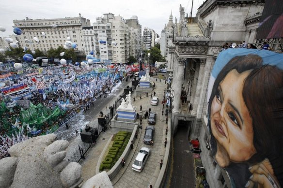 thousands rally for cristina 2