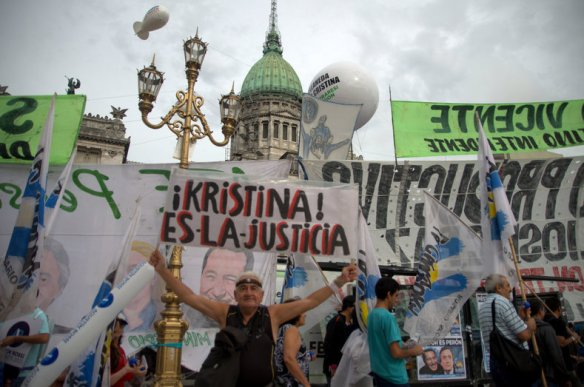 thousands rally for cristina 5