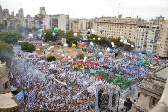 thousands rally for cristina 7