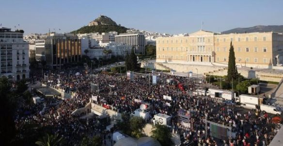 Demonstrators gather in front of the Greek parliament building in Syntagma Square in Athens to attend an anti-Austerity rally, Greece, July 3, 2015.  Photo:Reuters