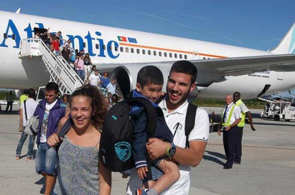 tourists arrive in cuba