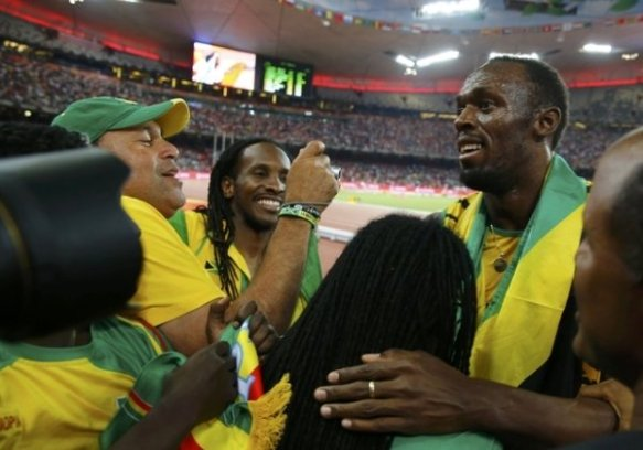 bolt celebrates 100m victory with jamaicans 2015 bejing