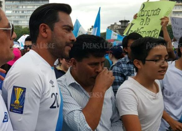 carlos ruiz guatemalan soccer star joins demonstrators