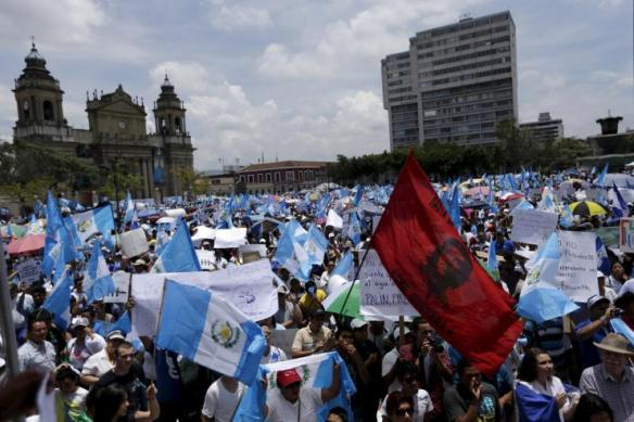 crowd demanding resignation of guatemalan president