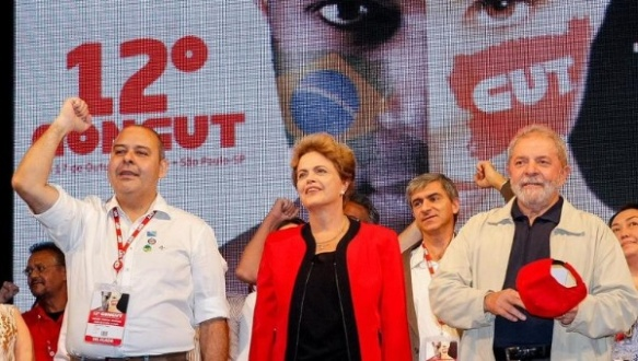 Trade union leader Vagner Freitas (L), President Dilma Rousseff (C), and former President Luiz Inacio Lula da Silva at the 12th Congress of the Brazilian Trade Union Confederation. | Photo: @blogplanalto