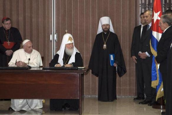 pope francis and patriarch kirill look to raul 2.jpg