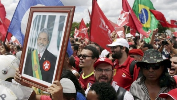 Brazilians support Lula.jpg