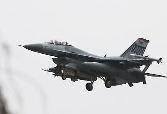 f 16 fighter 2c.jpg