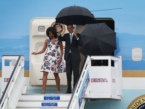 obama lands in cuba 1.jpg