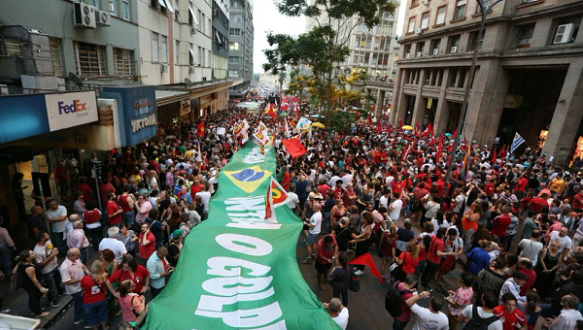 thousands march in defence of dilma and democracy.png