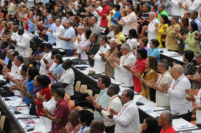 fidel gets standing ovation at the 7th congress of the pcc.jpg
