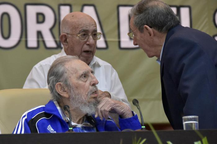 fidel y raul at the 7th congress of the pcc.jpg