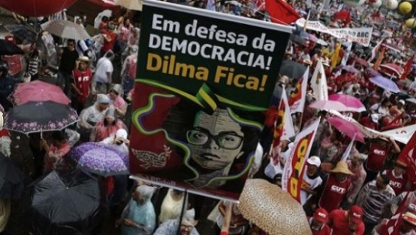 protesters defend dilma and democracy.jpg