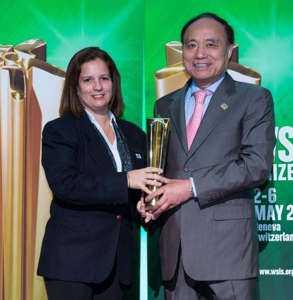 Ariadna Curbelo con Presidente ITU (1).jpg