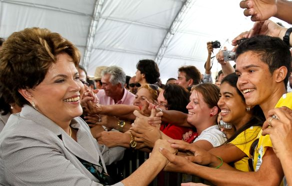 dilma with the people.jpg