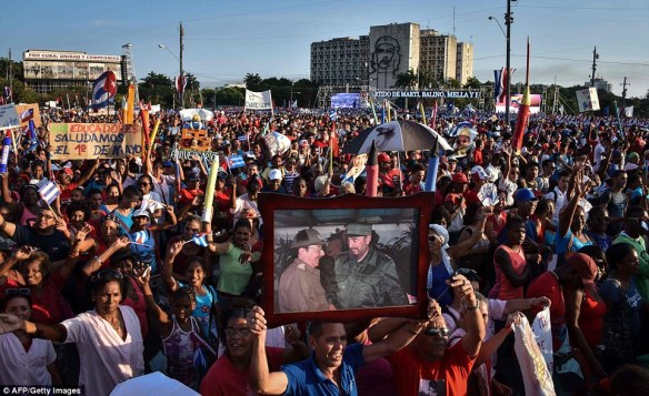 may day 2016 cuba fotos de fidel y raul.jpg