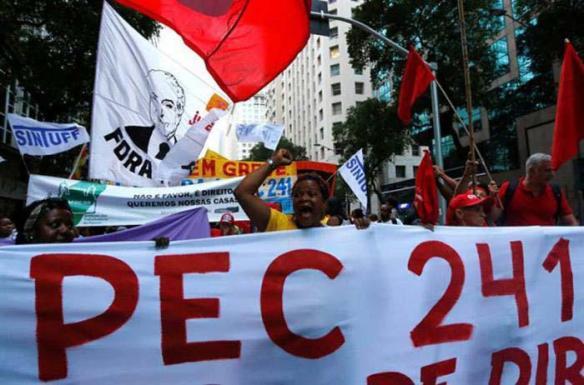 brazilians protest dec 2016.jpg