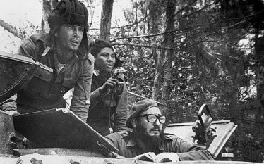 fidel during the bay of pigs invasion.png