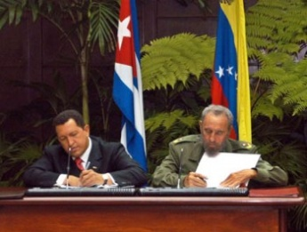 Fidel y chavez sign alba agreement.jpg