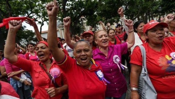 venezuelan women in support aug 2017.jpg