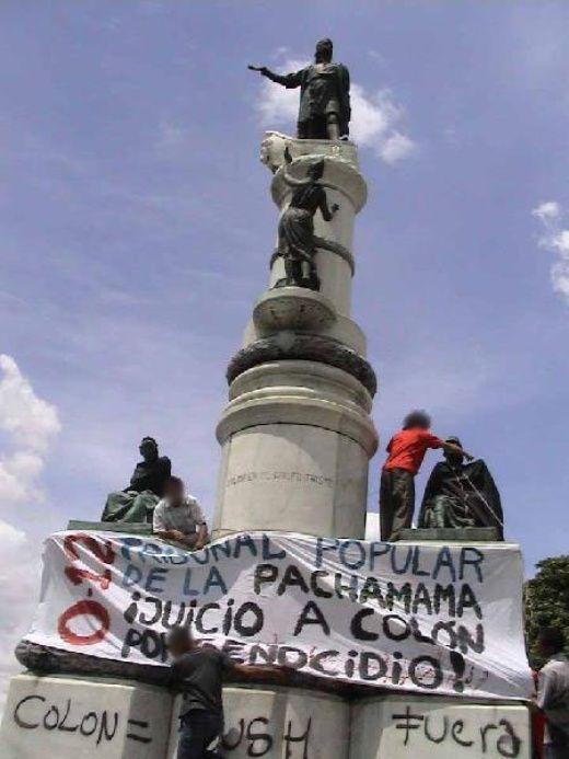 chavistas topple columbus' statue.jpg
