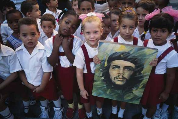 cuban children with image of che
