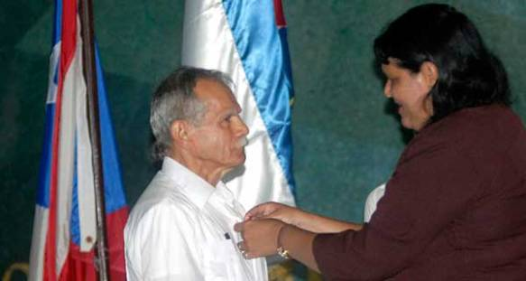 oscar lopez rivera received medalof homour.jpg