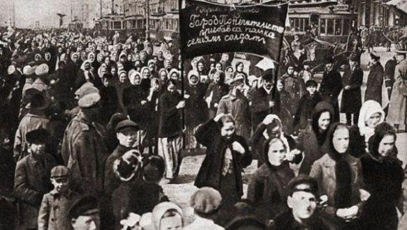 russian women demonstrate 1917.jpg