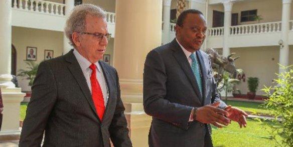 Uhuru Kenyatta y Raul Rodriguez Cuba.jpg